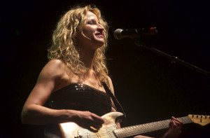 Ana Popovic (Click photo to enlarge)